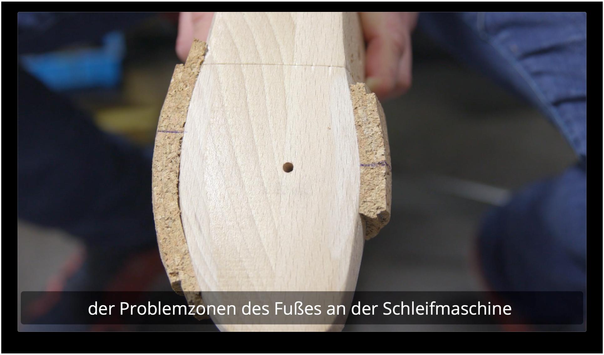 Die Holzschale wird deinem Innenfuß angepasst